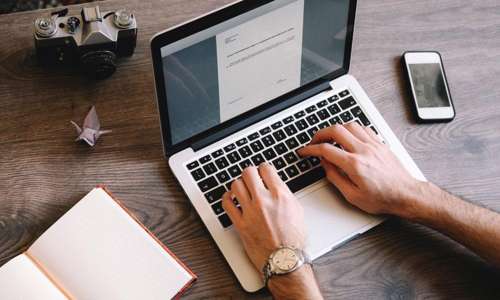 Blogolás vs Vlogging: Mit kell kezdeni 2021-ben